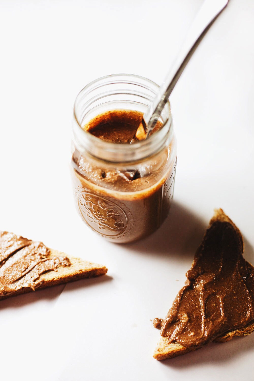 Dark Chocolate Honey Almond Butter - Almost 75% less sugar than Nutella, FIVE clean ingredients and a jar full of dark chocolate LOVE. <3 DELISH.| asimplepalate.com