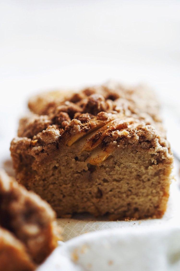Simple Apple Crumble Cake Recipe