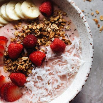 How to make my GO-TO smoothie bowl! Fresh, wholesome ingredients that are SO delicious! | asimplepalate.com