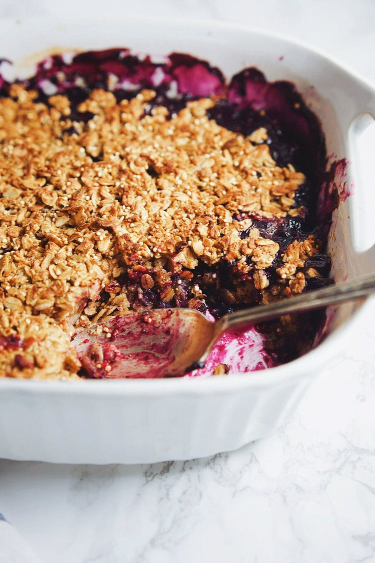 Wholesome, refreshing baked oatmeal with bananas and berries. One bowl recipe and is insanely YUM! | asimplepalate.com