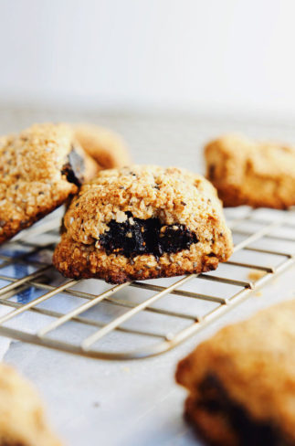 HEALTHY fig bars.Chewy, fiber-rich, naturally sweetened and DELICIOUS! | asimplepalate.com