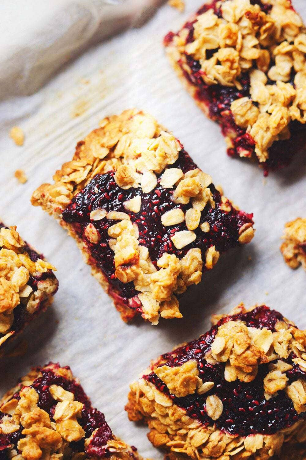 Healthy Raspberry Chia-Seed Oat Squares - A healthy, vibrant way to eat a guiltless dessert! Fresh raspberry chia seed jam with a wholesome oat crust. One of my FAVORITE desserts to make. SO YUMMY.